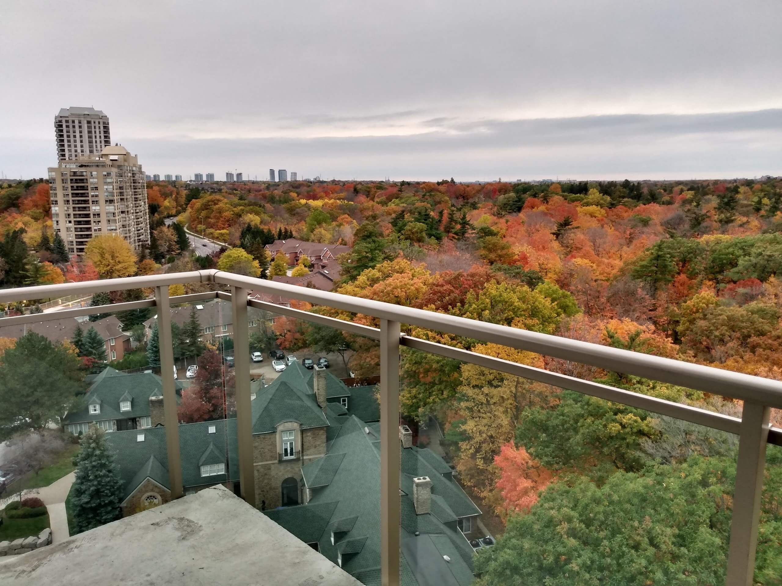 The spectacular view in fall from Parkland on the Glen